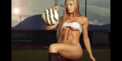 Девушки покорили интернет футбольными трюками