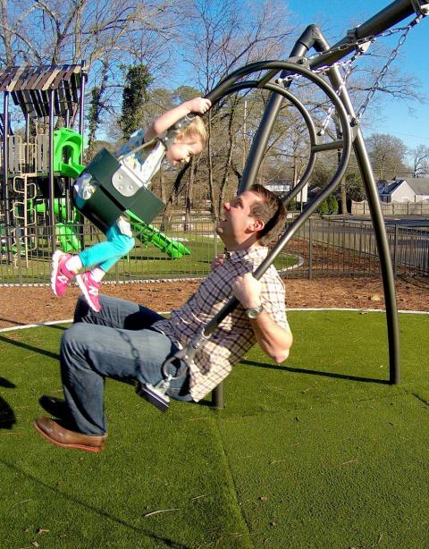 Качели Expression Swing™ объединят детей и взрослых