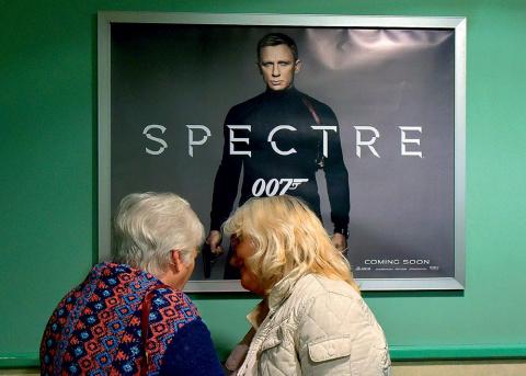 Где шпионил Джеймс Бонд?