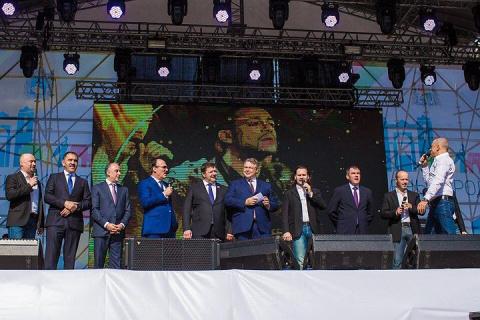 Главы Дагестана, Ингушетии и губернатор Ставропольского края спели с «Хором Турецкого» песню «Надежда»
