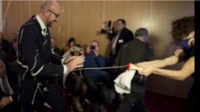 Жертвой очередной акции последовательниц FEMEN стал бельгийский премьер