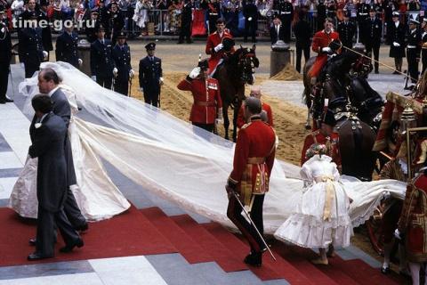 На свадебных туфлях принцессы Дианы было начертано тайное послание. Узнай, в чём их секрет!