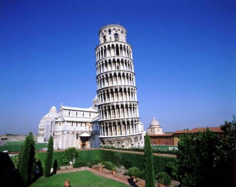 10 самых известных падающих башен
