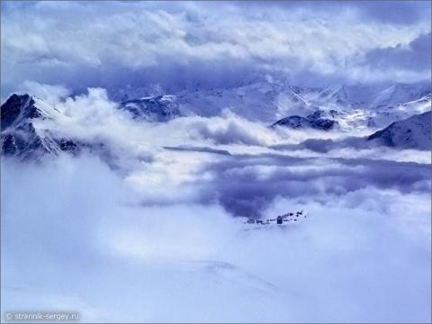 На склонах гор ощущение полёта и космоса