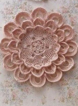 Объемный цветок крючком. схема