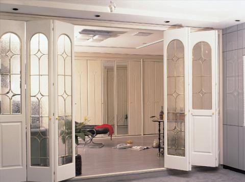 Как правильно декорировать интерьер зеркалами