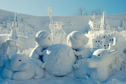 Скульптуры из снега.