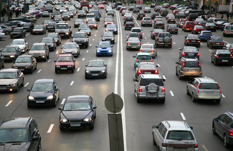 Чтобы побороть пробки, эксперты предлагают бизнес и органы власти вывести из центра Москвы