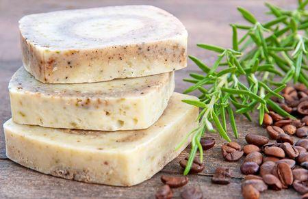 Остатки мыла – в дело для тела: готовим антицеллюлитное мыло-скраб