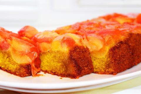 Простой рецепт приготовления персикового пирога.