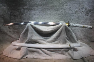 Белоснежная катана ручной работы