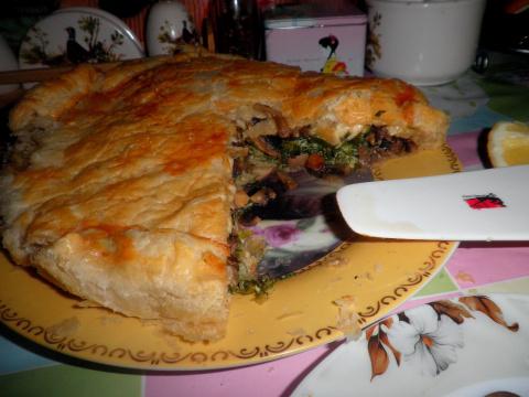 Слоеный луковый пирог