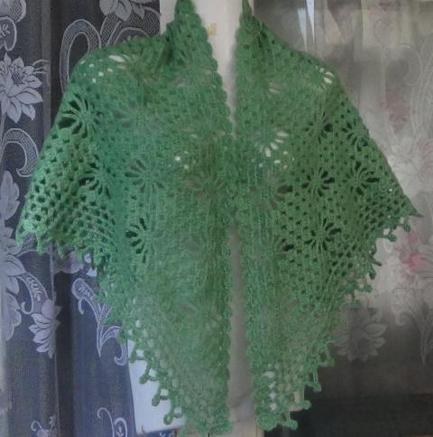 Как связать шаль с паучками крючком?How to crochet shawl