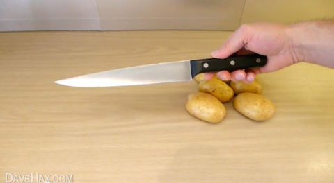 Чистим картошку одной левой