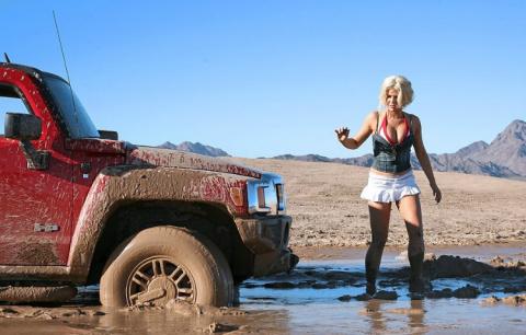 Как, особо не напрягаясь, вытащить автомобиль на твердую почву!