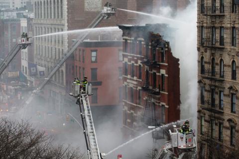 Дома в Нью-Йорке взорвались после незаконного подключения к газопроводу
