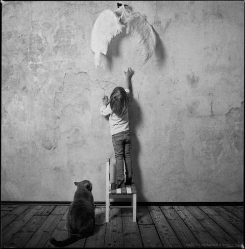 Девочка и кот..