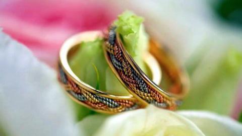 Почему обручальное кольцо называют обручальным?