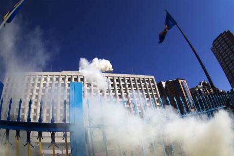 Украинские военные устроили митинг в центре Киева