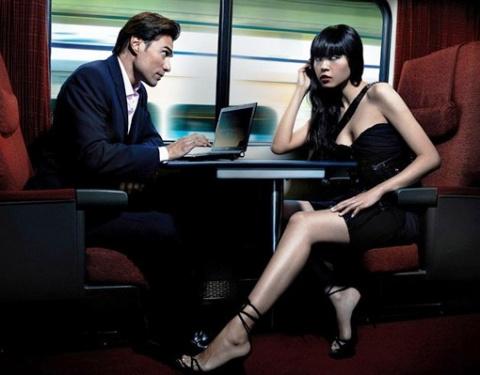 Банальная история в купе поезда: Вы любите по утрам свежие круассаны?