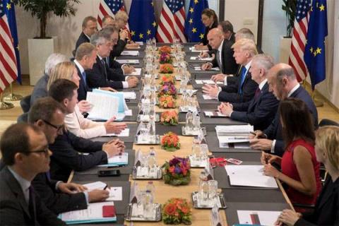 Трамп: В адрес НАТО исходит …