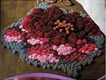 Уютный коврик из помпонов