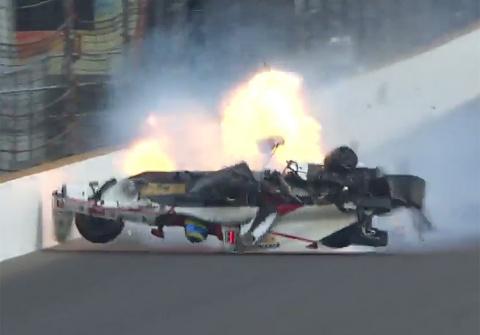 Гонщик IndyCar попал в авари…