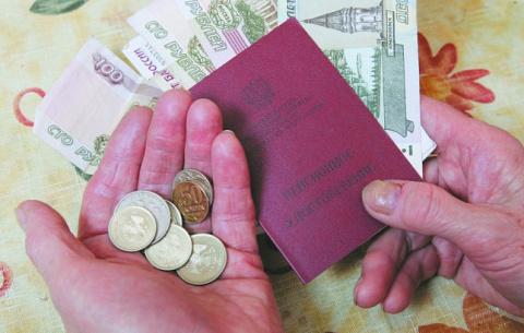 В Совфеде назвали несправедливой прибавку в 200 рублей для работающих пенсионеров
