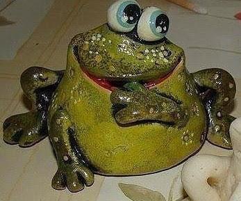 Лепим лягушку из соленого теста