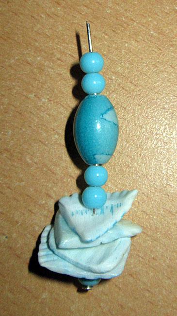Серьги из голубых ракушек