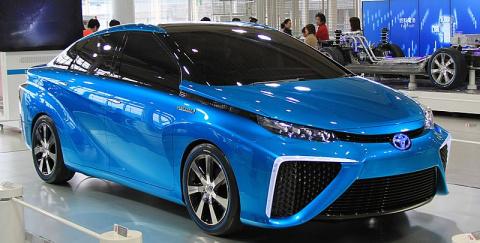 Конец эпохи бензиновых двигателей? В Японии стартовали продажи Toyota на водороде