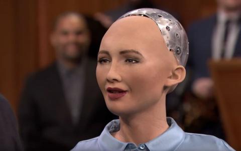 Робот София призналась, что …