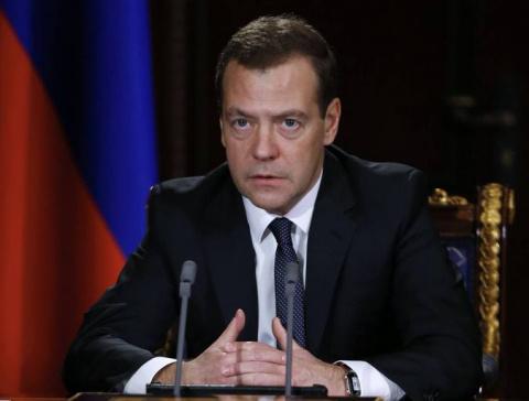 Вы поставите подпись за отставку Медведева?