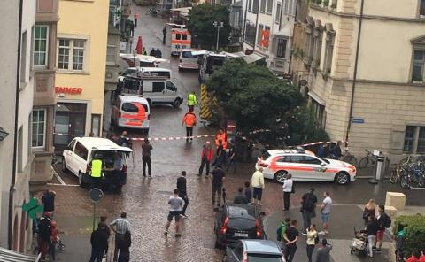 Новости мира: в Швейцарии мужчина порезал прохожих бензопилой
