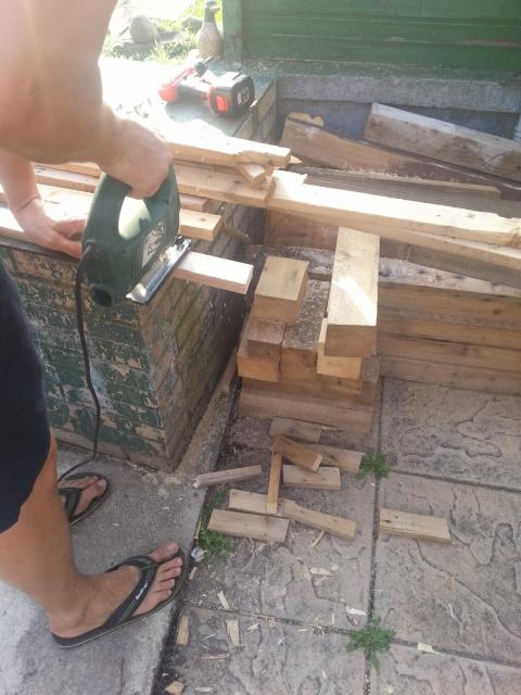 Идея отделки стены деревянно…