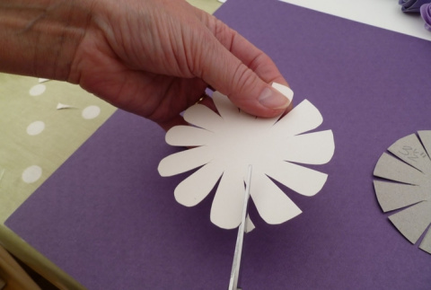 Цветочный ночник из картона