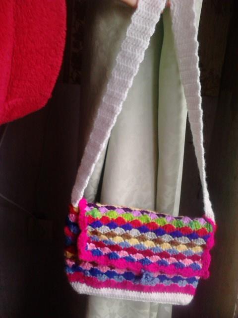 Вяжем вот такую сумочку для девочки