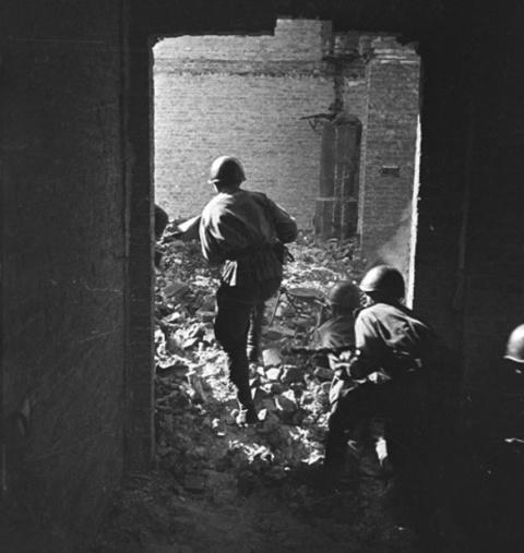 США: Хиросиму и Нагасаки бомбил СССР