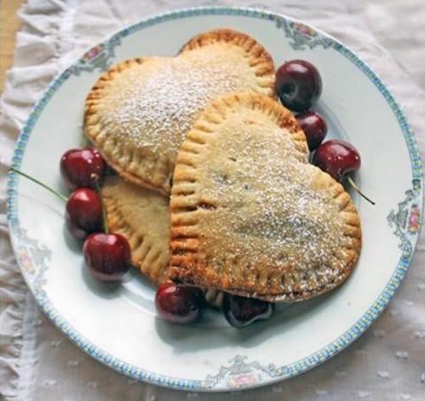 Милейшие сердечки с вишнями ко Дню влюбленных