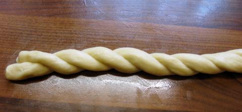 Дрожжевые пасхальные веночки