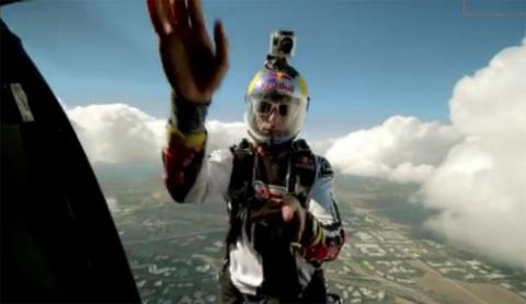 Реклама Red Bull по принципу цепной реакции