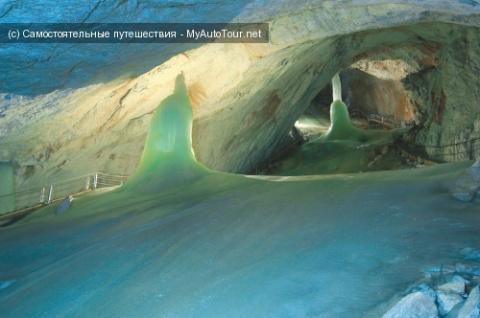 Айсризенвельт - самая большая в мире ледяная пещера