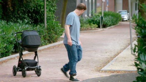 Разумная коляска, которая сможет избегать столкновений