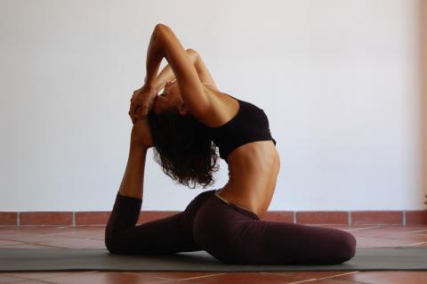 Какие упражнения из йоги убе…