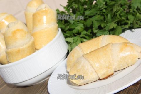 Пирожки с творогом и сыром.