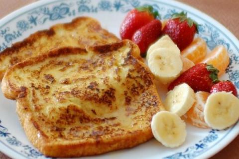 Французские тосты с фруктами и медом