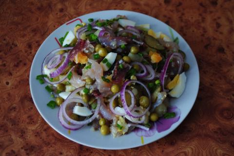Салат из  рыбного балыка и овощей