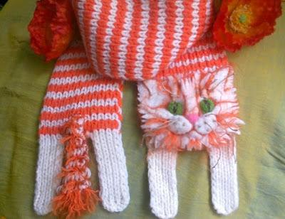 Вязаный шарф - котик