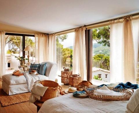 В свежих красках моря: летний дом на побережье