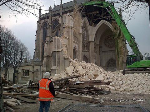 Во Франции началась кампания по сносу христианских церквей